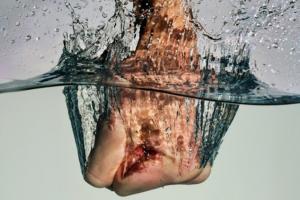 Coup de poing dans l'eau