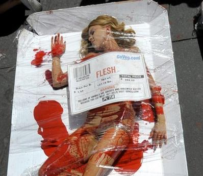 PETA - Jeune femme Morceau de viande