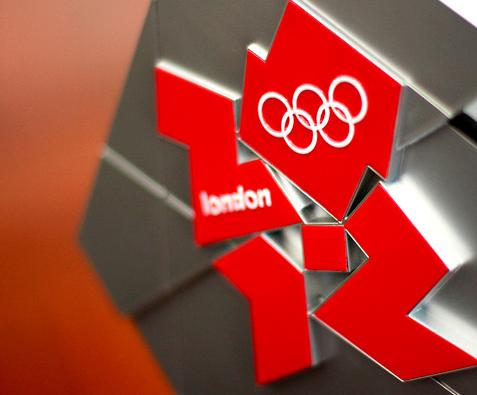 Photo du logo en métal des Jeux Olympiques de Londres 2012