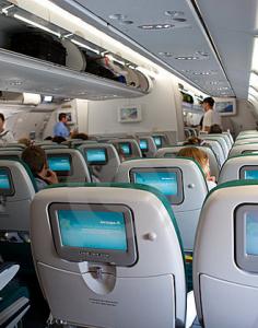 Écrans intégrés aux sièges à bord d'un avion