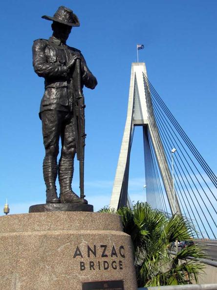 Statue Anzac Bridge