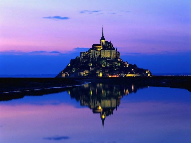 Le Mont-Saint-Michel en soirée