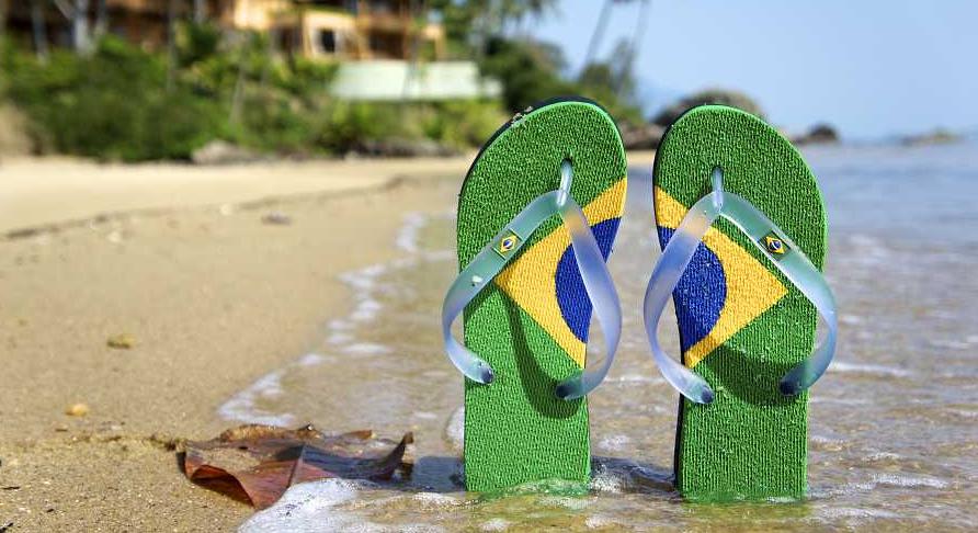 Tongs sur la plage - Drapeau Brésil