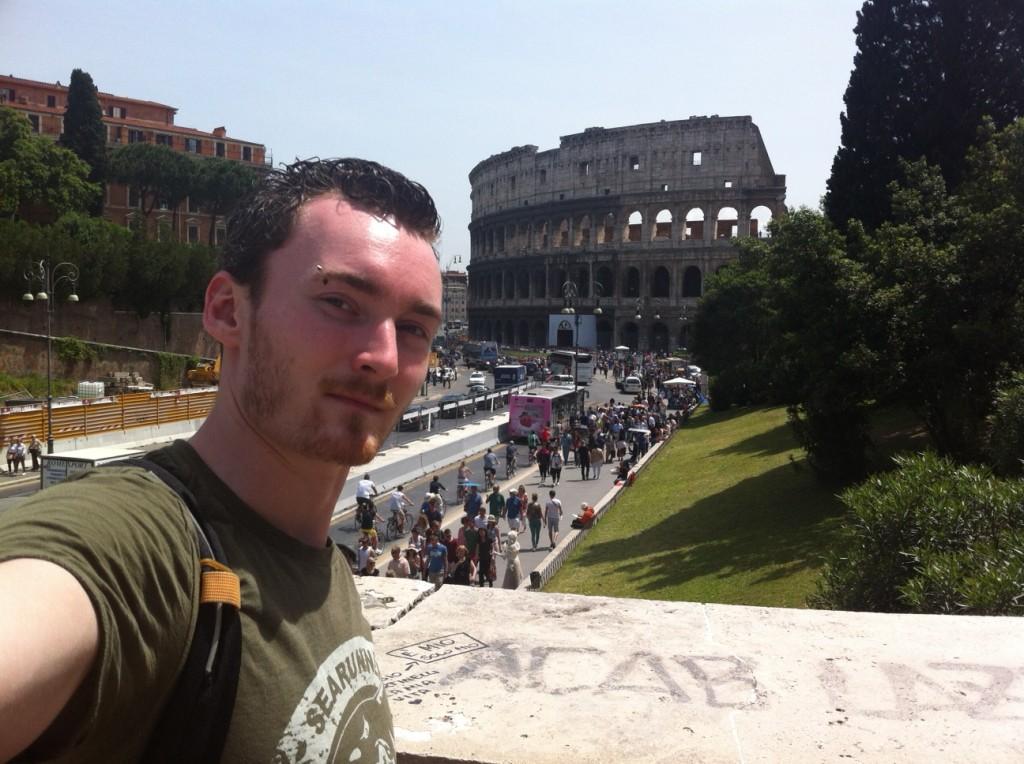 Jérémy devant le Colisée de Rome, Italie
