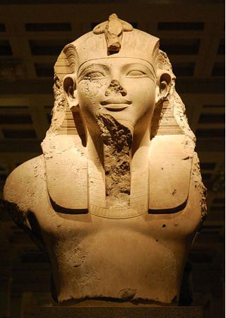 Statue d'un pharaon au British Museum de Londres