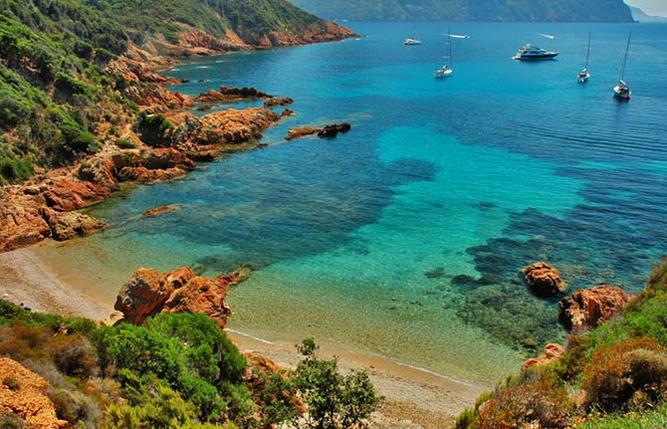 Paysage crique en Corse