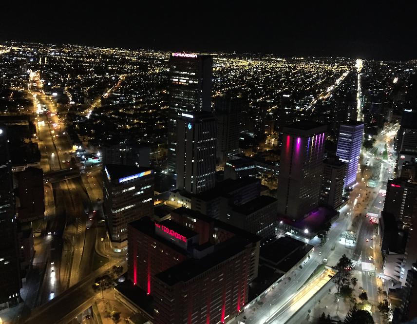 vue de bogota de nuit depuis la tour colpatria