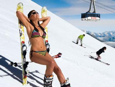 jeune fille maillot de bain montagne ski neige