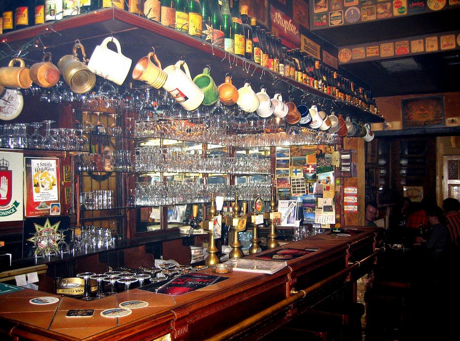 Bar belge et sa collection de bieres