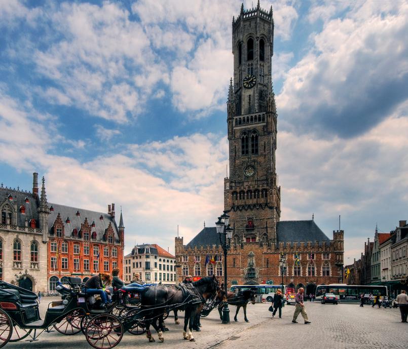 Bruges - Place du marche et beffroi